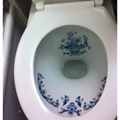 Delft Toilet - The ultimate for any B-W lover! Blue And White China, Love Blue, Blue China, Delft, Home Decoracion, White Dishes, Glazes For Pottery, Beautiful Bathrooms, White Porcelain
