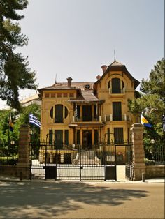 Casa Bianca, a beautiful eclectic residence of 1913, now houses the Municipal Gallery. (Walking Thessaloniki - Route 17, Depot)