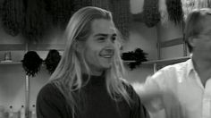 Wow, Legolas with all his hair down. << be still my beating heart << hahahahah! it IS gorgeous!