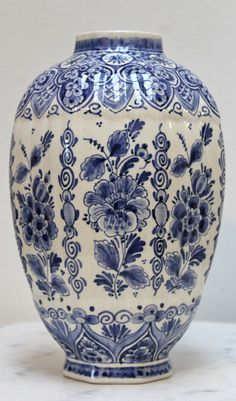 Blue Pottery, Pottery Art, Delft, Painted Jars, Hand Painted, Blue Pigment, Blue And White Vase, Blue Painting, Blue China
