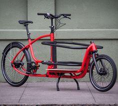 Kép forrása: http://clevercycles.com/media/catalog/product/cache/1/image/9df78eab33525d08d6e5fb8d27136e95/D/o/Douze_Messenger_V2_Standard_60cm_cargo_bike_11840.jpg.
