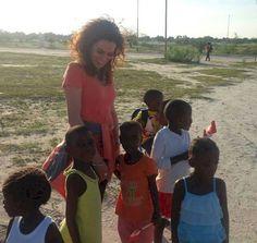 Amanda Martínez es madre temporal de ocho niños en #Namibia