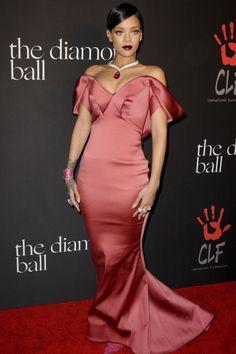 Rihanna Does Old School Glamour In Zac Posen