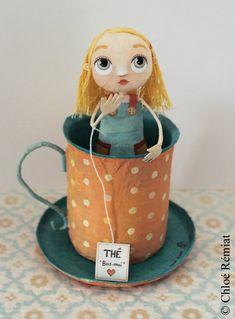 UNE TASSE DE THÉ (A Cup Of Tea) - Here is a little Alice warming up in her cup of tea. Paper Mache Projects, Paper Mache Crafts, Diarama Shoebox, Clay Dolls, Art Dolls, Paper Clay, Paper Art, Alice In Wonderland Doll, Paper Mache Sculpture
