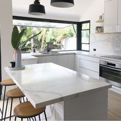 There is no question that designing a new kitchen layout for a large kitchen is much easier than for a small kitchen. A large kitchen provides a designer with adequate space to incorporate many convenient kitchen accessories such as wall ovens, raised. Home Decor Kitchen, Kitchen Interior, New Kitchen, Kitchen White, Awesome Kitchen, Country Kitchen, Decorating Kitchen, Asian Kitchen, Beautiful Kitchen
