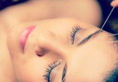 Comienza la semana dando un diseño bonito a tus cejas con nuestra depilación con hilo. Nuestras esteticistas están especializadas en esta técnica oriental y te aconsejarán sobre las cejas perfectas para ti en función de la forma del óvalo facial, de la expresión del rostro y de las cejas en sí. En EcoVita no solo depilamos, también diseñamos tus cejas ideales. :)
