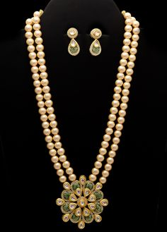 Exclusive and colored worked style set displays worked foliage design, which is embellished with that gives you an look. Comes with matching pair of India Jewelry, Pearl Jewelry, Antique Jewelry, Gold Jewelry, Chevron Necklace, Necklace Set, Fancy Jewellery, India Bazaar, Wedding Jewelry