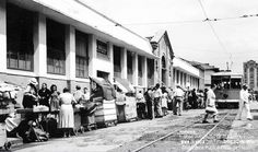 ANTIGUA PLAZA DE CISNEROS MEDELLÍN, HOY EL PARQUE DE LAS LUCES Cisneros, My Ancestry, Street View, Plaza, Medellin Colombia, Old Photos, Antique Photos, Parks, Trains