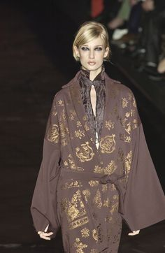 Modelle Italiane,: Eva @Romeo Gigli Fall 2003