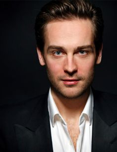 Holy shit is he hot! Tom Mison on Fox's Sleepy Hollow
