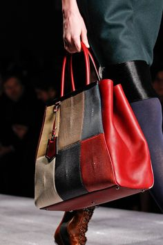 Fendi - Collections Fall Winter - Shows - Vogue. Best Handbags, Tote Handbags, Purses And Handbags, Vip Fashion Australia, Business Chic, Computer Bags, Large Shoulder Bags, Clutch Wallet, Handbag Accessories