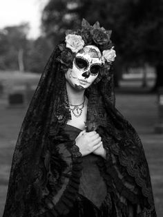 This is seriously, like, one of the few sugar skull costumes I actually dig... I'm thinking it has a lot to do with the rest of the outfit.