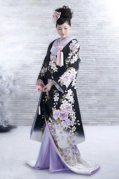 Japanese Fashion - Kimono- NOTE THE SHAPE especially the layering at the v-neck with thin silks and the petal furling of the robe and skirt. Also, sleeves add an interesting scarf/shawl/wrap dimension and could move interestingly. Not the colors though.