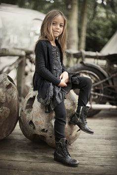 via LIVE LOVE SMALL -- Couldn't you just picture her in a Street Style feature from Paris?  :)