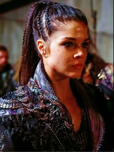 Octavia the 100 hair Related posts: Octavia from the Hair inspiration. The 100 octavia hair tutorial Hair Dos, My Hair, Braided Hairstyles, Cool Hairstyles, Viking Hair, Viking Braids, Marie Avgeropoulos, The 100, Hair Inspiration