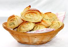 Bryndzové koláče Old Recipes, Bread Recipes, Snack Recipes, Snacks, A Food, Food And Drink, Bread And Pastries, Tasty Dishes, Potato Salad