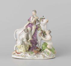 Meissener Porzellan Manufaktur | Europa op de stier, Meissener Porzellan Manufaktur, c. 1750 - c. 1760 | Groep van beschilderd porselein. Op een ovaal voetstuk staat een stier waarop een vrouw (Europa) zit. Voor en naast de stier staat een vrouw die bloemen aanbieden aan Europa. Het voetstuk is versierd met deels vergulde rocailles en is begroeid met bloemen en bladeren. De groep is gemerkt.