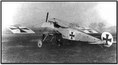 Miniatura em madeira        O Fokker EI foi a primeira aeronave de combate a entrar em serviço com o Serviço Aéreo alemão na Primeira G...