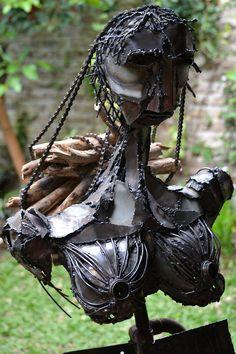 """Monica Montal , Escultura en hierro , """" Invisibilidad """" Mujer Leñadora del Chaco Salteño"""