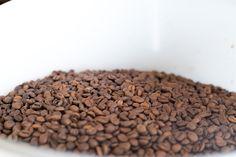 Kaffee, frisch geröstet in der Kafischmitte in Langnau im Emmental.