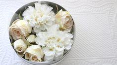 ヘッドドレス ダリア&バラ 白 アーティフィシャルフラワー 造花 - プリザーブドフラワー・ウェディング小物の通販 - Glycine グリシーヌ