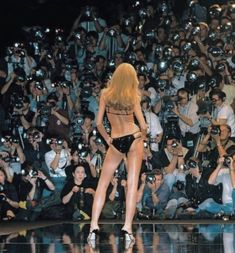 Esther Canadas at Givenchy by Alexander McQueen S/S 1999 Slow Dance, Gone Girl, Old Money, Princess Aesthetic, Gisele, Aesthetic Vintage, Gossip Girl, Fashion Pictures, Fotografia