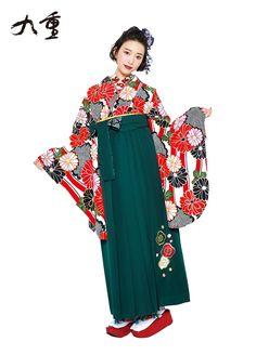 卒業式-袴   桂由美フランチャイズ ブライダルハウス仙台 Japanese Costume, Japanese Kimono, Japanese Fashion, Ethnic Fashion, Kimono Fashion, Modern Hanbok, Female Poses, Yukata, Costumes For Women
