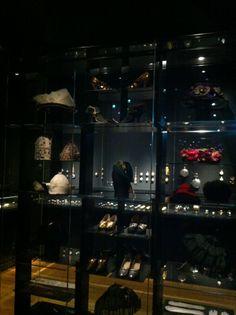Rijksmuseum Amsterdam (Accessoires) Jas aan!/Cover up! Special Collections Kostuumvitrine 11 november 2013 - 8 juni 2014