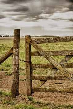 Tranquera de campo, Argentina / por Christian Lenoir en 500px