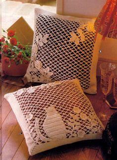 Cat crochet web pillows by Daniela Muchut Crochet Pillows, Crochet Cushion Cover, Crochet Pillow Pattern, Crochet Motifs, Thread Crochet, Filet Crochet, Crochet Doilies, Crochet Baby, Embroidered Cushions