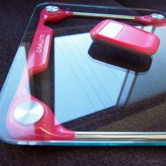 salute wireless body scale has useful remote monitor .サルート ワイヤレスボディスケールは、手元のモニターで体重が見られる便利な体重計です。