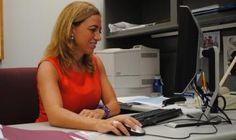Así es el día a día de la profesora Carme Chacón en Miami - Red Social para Mujeres http://www.guiasdemujer.es/st/mujeralpoder/Asi-es-el-dia-a-dia-de-la-profesora-Carme-Chacon-en-Miami-1368#.Undvs3Deyi4