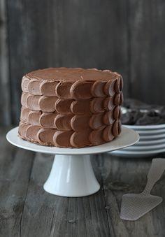 5 ways to frost a cake like a pro via studio DIY