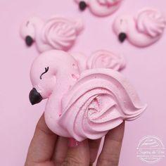 Merguine Cookies, Gourmet Cookies, Meringue Pavlova, Meringue Desserts, Meringue Cookie Recipe, Cookie Icing, Flamingo Cake, Flamingo Party, Baby Girl Birthday Theme