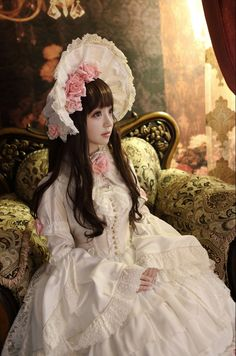 Cute White Lolita Dress and Bonnet / Lolita Girl / Fashion Photography / Cosplay