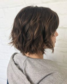 Cute choppy bob with highlights. cute choppy bob with highlights Textured Bob Hairstyles, Angled Bob Hairstyles, Long Bob Haircuts, Hairstyles Haircuts, Cute Mom Haircuts, Shag Bob Haircut, Womens Bob Hairstyles, Brown Bob Haircut, Pixie Haircuts