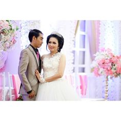 #weddingphotography  #weddingphotographer  #wedding  #indonesianphotographer  #indonesianwedding  #javanessewedding  #westernwedding #fotografersurabaya  #fotografer  #weddingsurabaya  #prewedding  #preweddingphotography #bride  #portrait  #portraiture http://gelinshop.com/ipost/1523962091390893866/?code=BUmM3Kkg_8q
