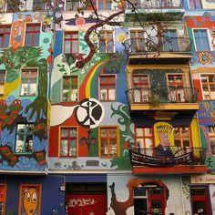 Foto: Berlin Street Art - Incroyable Immeuble coloré