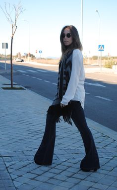 Boho chic winter outfit. Flare Jeans + White Blouse. Trendencies