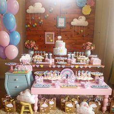 """Fofura no Tema Chuva de Amor! #Repost @lucivanecardoso_af ・・・ Hoje foi dia de festa na escola.... Com nosso PACOTE MINI!! 3 aninhos das irmãs Isabella e Fiorella... Ouvir da mamãe Paula : """"ficou melhor que eu sonhei"""" não tem preço!! Obrigada pelo carinho e confiança!! #maedemenina #festademenina #kidsparty #kidspartyideas #festainfantil #festachuvadeamor #chuvadeamor"""