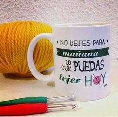 Dicho popular a lo lanero Crochet Humor, Knit Crochet, Crochet Blogs, Crochet For Beginners, Beautiful Crochet, Crochet Patterns, Diy Crafts, Mugs, Knitting