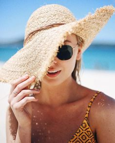 55 Beach Hat Ideas That You Can Try In Summer This Year - Photography Beach Photography Poses, Portrait Photography, Newborn Photography, Photography Classes, Wildlife Photography, Couple Photography, Summer Photography Instagram, Beach Fashion Photography, Beach Photography Friends