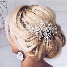 Wedding Hairstyles Updo AHH this hair piece is STUNNING! Such a gorgeous wedding updo hairstyle! Best Wedding Hairstyles, Bride Hairstyles, Hairstyle Wedding, Bridesmaids Hairstyles, Amazing Hairstyles, Popular Hairstyles, Easy Wedding Updo, Bridal Hair With Veil Updo, Wedding Hair With Veil Updo