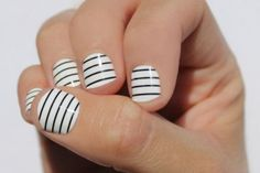 black-and-white-thin-striped-nails-360x240.jpg (360×240)