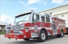 Fairfax County, VA FD Engine Company 421 Pierce Quantum Pumper.