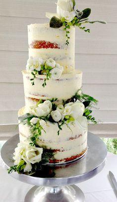 Egyszerű, de annál szebb esküvői torta virágokkal http://www.eskuvoifrizura.hu/
