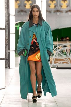 Duster Coat, Rain Jacket, Windbreaker, Nicolas Ghesquière, Jackets, Louis Vuitton, Fashion Weeks, Runway Fashion, Raincoat