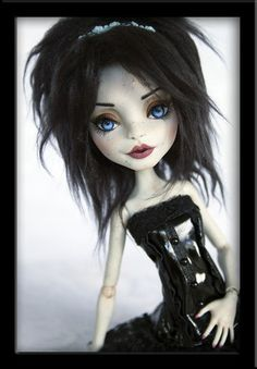 """Tamarin OOAK Custom Monster High Rochelle Repaint Ivyheart Julie Elizabeth_______ And I know this is only a Doll, but her """"Makeup"""", hair, and her clothes, I would so do!"""