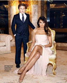 Barron Trump with his beautiful Mother First Lady~Melania Trump Trump Melania, Donald Und Melania Trump, Melania Knauss Trump, First Lady Melania Trump, Ivanka Trump, Donald Trump Family, Malania Trump, First Ladies, Trump Is My President