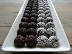 Homemade spherical spheres in 5 minutes - my very best recipe .- Homemade ice cream balls in 5 minutes – my very best recipe that does not require you to first bake a cake and can not eat it. Baking Recipes, Cake Recipes, Dessert Recipes, Desserts, Chocolates, Fudge, Danish Food, Sweets Cake, Homemade Ice Cream